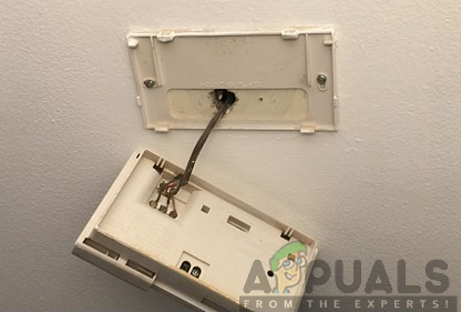 Unmounting the old Thermostat from the wall