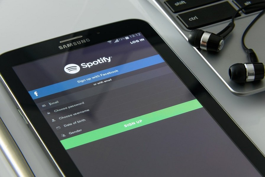 Hey Spotify voice command